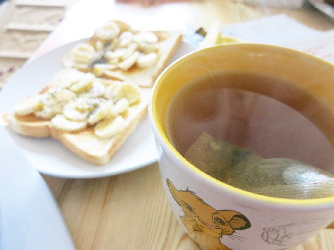 A mug of peppermint tea, and some banana on toast