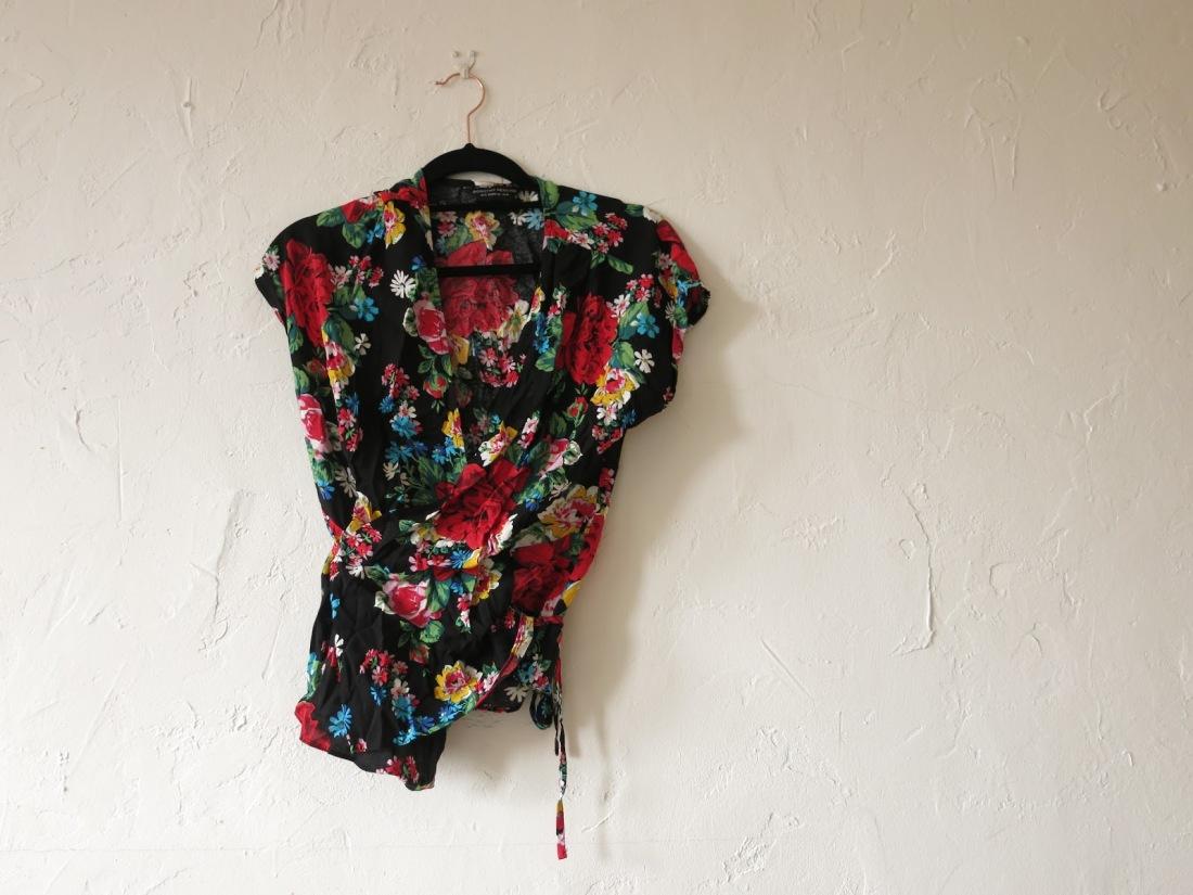 black floral-print wrap blouse
